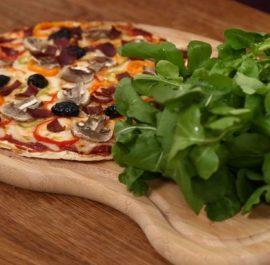 Ev Yapımı Karışık Pizza